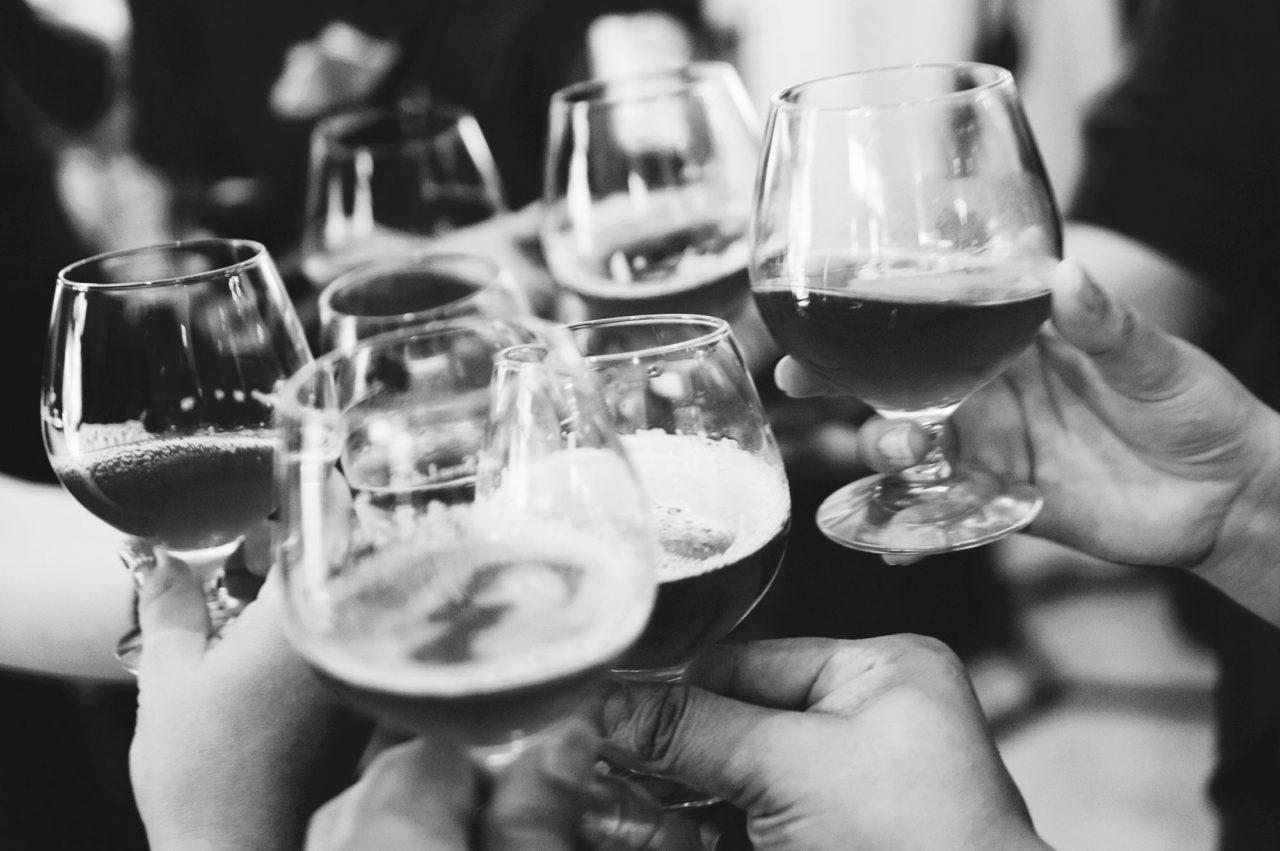 https://manhattanproject.beer/wp-content/uploads/2016/10/cheers-bw-1-1280x851.jpg